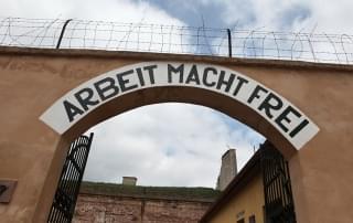 Schoolreis Tsjechie - de toegang tot het concentratiekamp Terezin