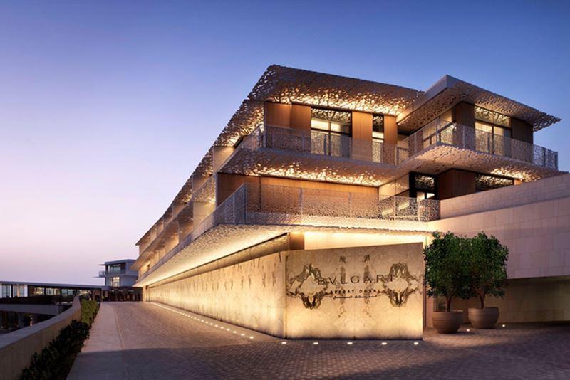 Exclusief verblijf in Dubai - Ingang van het Bulgari Resort Dubai