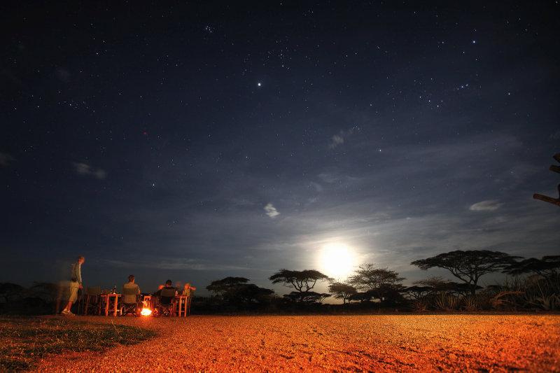Tanzania - kampvuur bij volle maan