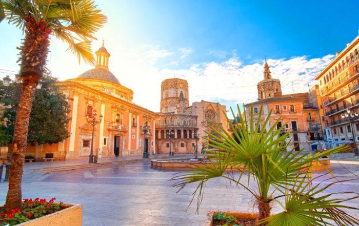 Valencia een bruisende stad waar veel te beleven is - Plaza de la Virgen