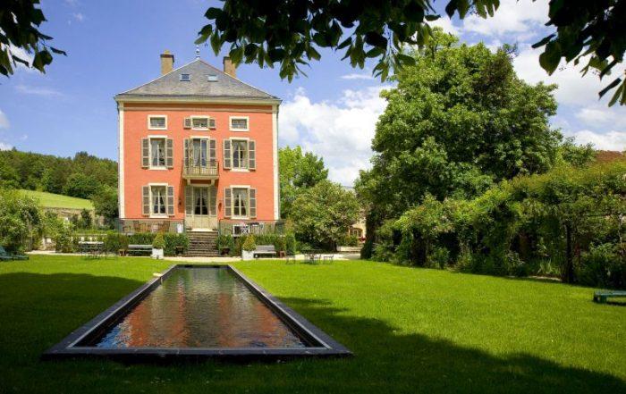 Royaal overnachten in authentieke Franse kastelen - Buitenkant van Château de Courban