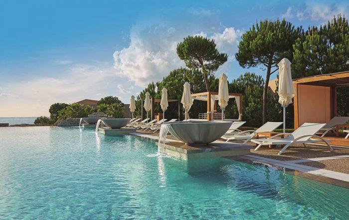 Verblijf aan de unieke Griekse Costa Navarino - Buitenzwembad van The Westin Resort