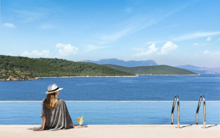 Ga voor pure LUX in het Turkse Bodrum - zwembad en baai