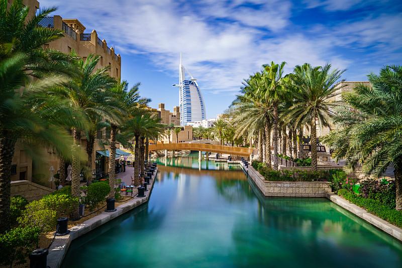Fly en Cruise van Dubai naar Abu Dhabi en Oman - Burj Al Arab Hotel - Dubai