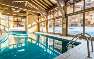 Ontdek het skigebied Paradiski in de Franse Alpen - Les Chalets Edelweiss - zwembad
