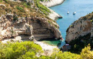 Rondreis Kroatië - Stiniva baai op Vis eiland