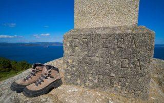 Schoenen aan de kruis Costa da Morte
