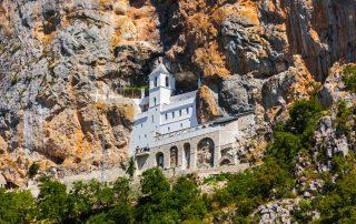 Rondreis Montenegro - hangklooster van Ostrog