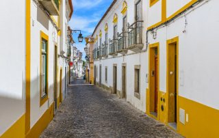 Rondreis Portugal - traditionele straat in Evora