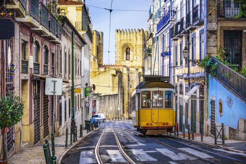 Rondreis Portugal - tram in Lissabon