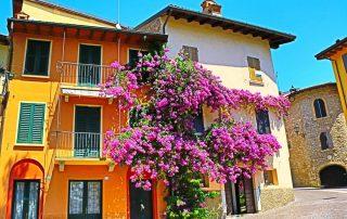 Rondreis langs de Noord-Italiaanse meren - traditionele straat in Gardone Riviera - Gardameer