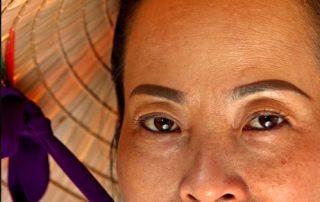 De Mekong, riviercruise van Vietnam naar Cambodja - dame met hoofddeksel