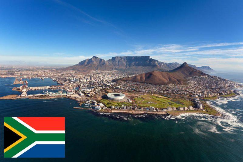 Zuid-Afrika versoepelt de inreisvoorwaarden voor minderjarigen - Kaapstad met Tafelberg op de achtergrond