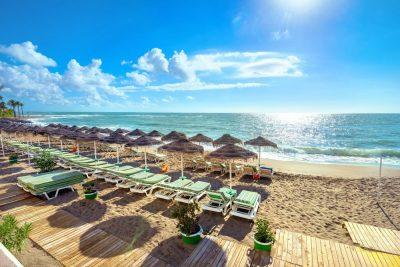 De Spaanse Costa del Sol - strand van Benalmádena