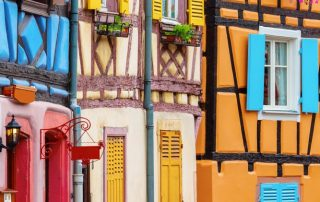 Herbronnen in de Elzas - kleurrijke oude traditionele huizen - Colmar