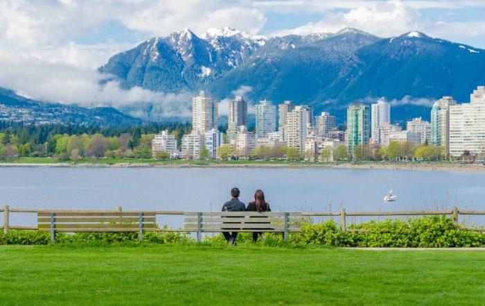 Rondreis West-Canada door de Canadian Rockies - wandeling langs de waterkant - Vancouver