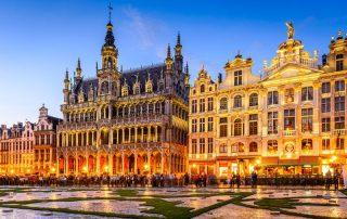 Brussel - Grote Markt en stadhuis bij valavond