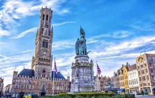 Elegante overnachting in Brugge - Standbeeld van Jan Breydel met Belfort op de achtergrond