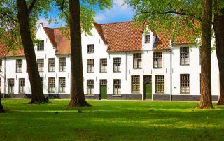 Elegante overnachting in Brugge - Witte huisjes in het Begijnhof