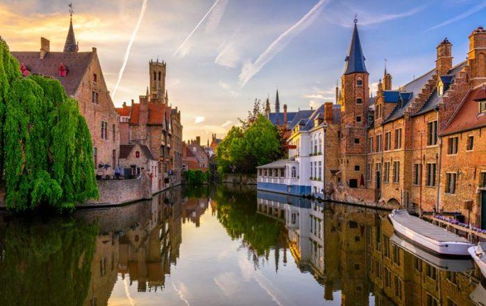 Elegante overnachting in Brugge - Zonsopgang over de kanalen