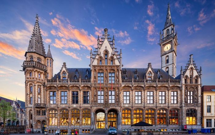 Luxueuze overnachting in Gent - Oud Postgebouw